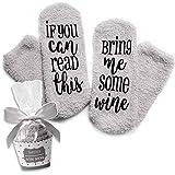 Grau Luxus-Wein-Socken mit'If You Can Read This Bring Me Some Wine' mit Cupcake-Geschenkverpackung von Smith's (Geschenkidee, lustiges Wein-Zubehör für Frauen, tolles Geburtstags- & Gastgeschenk)