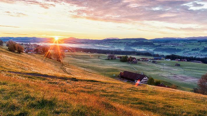 Sonnenaufgang bei Lindenberg. Landschaftsbild Bild Leinwand Bilderrahmen günstig kaufen