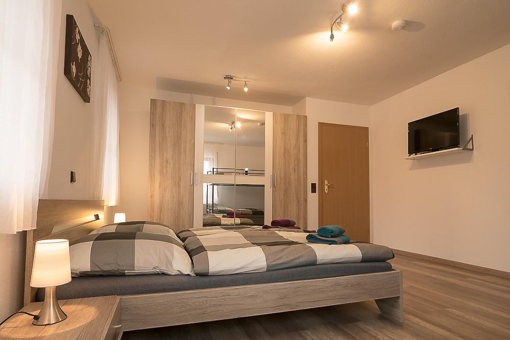 Flachbildfernseher im Schlafzimmer Urlaub Ferienwohnung günstig mieten buchen