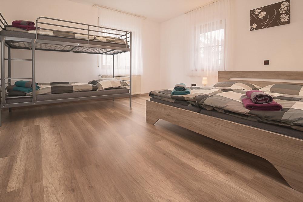 Schlafzimmer mit Hochbett Ferienwohnung Urlaub günstig mieten buchen Fewo direkt