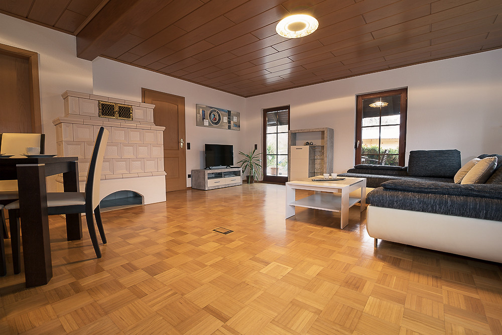 Gemütliche Couch im Wohnzimmer Urlaub Ferienwohnung günstig mieten buchen