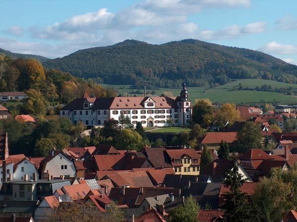Ferienwohnungen von Schmalkalden mit Blick auf Wilhelmsburg